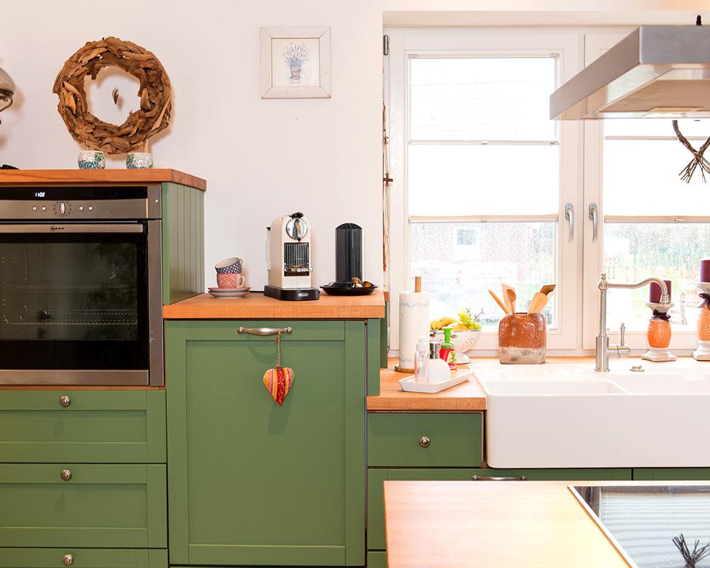 Pin Küchen Design Im Landhausstil Eingerichtet Barstühle Holz on ...