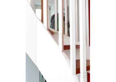 treppe-weiss-rot-02