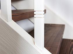 Treppe Alt und neu – weiß und braun